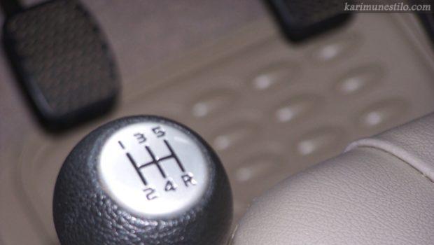 Cara Mengemudi Mobil Manual di Tanjakan Bagi Pemula