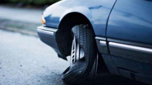 Langkah Awal Yang Mesti Dilakukan Saat Ban Mobil Kamu Pecah
